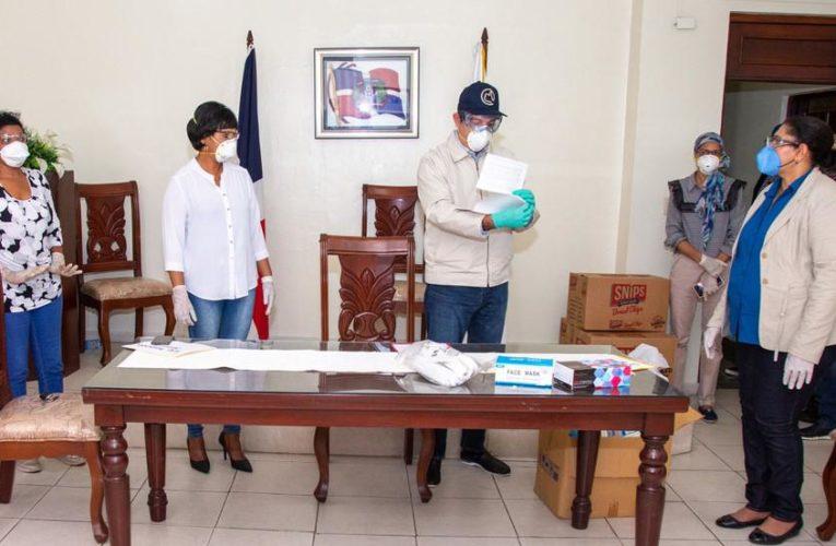 Grave situación de salud y déficit de personal en Colegio de Enfermería, Abinader les entrega donación